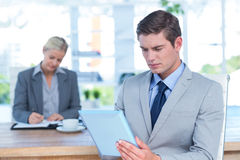 Serious businessman reading a file Royalty Free Stock Images