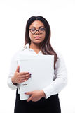 Serious businesswoman standing with folder Royalty Free Stock Photography