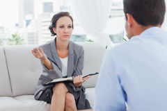 Serious businesswoman talking to her colleague Royalty Free Stock Photos