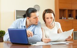 Serious couple  reading document Royalty Free Stock Photo