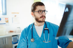 Serious doctor Royalty Free Stock Photography