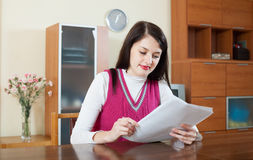 Serious  girl reading document Royalty Free Stock Images