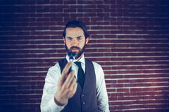 Serious man holding razor Royalty Free Stock Photography