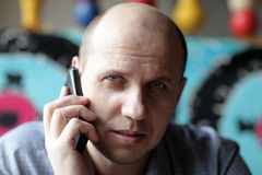 Serious man with mobile phone Royalty Free Stock Photos