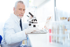 Serious man working at laboratory Royalty Free Stock Photos