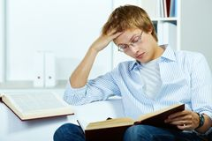 Serious reader Royalty Free Stock Photography