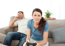 Serious woman playing video game Royalty Free Stock Photography