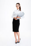 Serious young business woman standing and holding folders Royalty Free Stock Photos