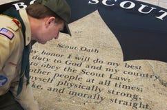 Serment de scouts de garçon, «moralement directement» Image libre de droits