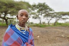 Seronera Tanzania, Februari 12, 2016: Maasai kvinnor som jewerly bär Royaltyfri Fotografi