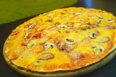 Serowa pizza z mięsem Obraz Royalty Free