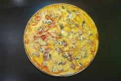 Serowa pizza z mięsem Zdjęcie Stock