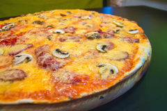 Serowa pizza z mięsem Obraz Stock