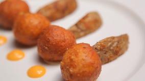 Serowe piłki z grulami zbiory