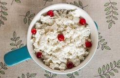 serowej cheesecloth chałupy świeży wiszący organicznie półkowy rocznik Zdjęcie Stock