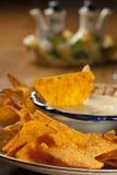 serowi świezi nachos sauce korzennego biel zdjęcia stock