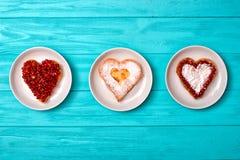 Serowy blin w postaci serca Słodka niespodzianka dla kocham jeden obrazy stock