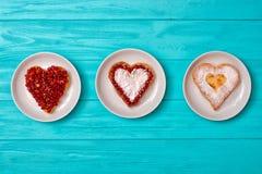 Serowy blin w postaci serca Słodka niespodzianka dla kocham jeden zdjęcie royalty free