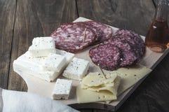 Serowy i leczący mięsny charcuterie wyboru salami zdjęcia stock