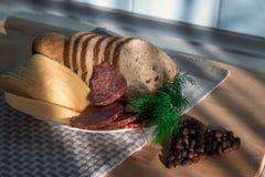 Serowy kiełbasiany chlebowy koper na talerzu Obraz Royalty Free