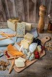 Serowy niebo Serowej mieszanki Serowy brie, gouda ser, błękitny ser Zdjęcia Royalty Free