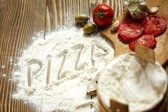 serowy składników paprica pizzy salami pomidor Zdjęcie Stock