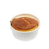 Serowy souffle w ramekin odizolowywającym zdjęcie stock