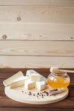Serowy talerz z Brie, Camembert, Roquefort Fotografia Royalty Free