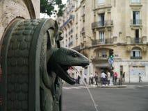 Serpeggi la fontana della scultura dal d'histoire Naturelle di Musee Fotografia Stock Libera da Diritti