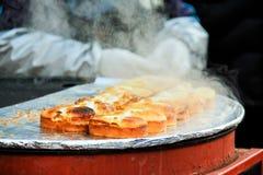 Serpent coréen - un gâteau avec l'oeuf Sunny Side Up Photographie stock libre de droits