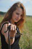 Serpent et le jeune femme Images stock
