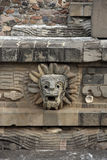 Serpent fait varier le pas au temple de Quetzalcoatl, Teotihuacan Images libres de droits