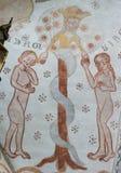 A serpente dá o fruto proibido a Adam e a véspera, um gótico imagens de stock royalty free