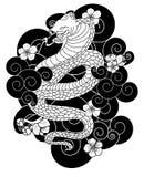 Serpentez avec la fleur et le vecteur japonais de conception de tatouage de nuage Image libre de droits