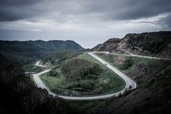 Serpentina del camino de la montaña fotografía de archivo