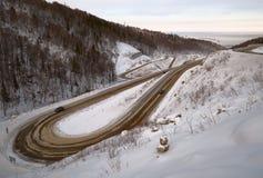 Serpentine βουνών στο δρόμο σε belokurikha-2 στοκ εικόνες με δικαίωμα ελεύθερης χρήσης