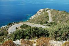 Serpentinenstraße in der Korsika-Insel Lizenzfreies Stockfoto