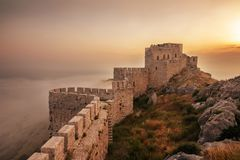 Serpiente del castillo en Adana, Turquía Ruinas viejas del castillo Imagen de archivo