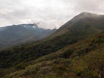 Serra与云彩的fina山在冬天米纳斯吉拉斯巴西 免版税库存照片
