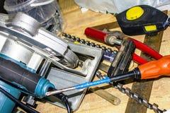 serra circular, bocados de broca, chave de fenda, fita métrica, alicates, régua - o quadrado, braçadeira, formão, auto-batendo pa Imagem de Stock