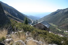 Serra da Estrela mountain range. With a house in the foreground, Portugal Stock Photography