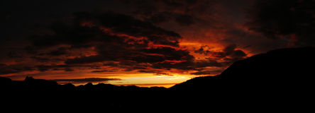 Serra escura por do sol Fotografia de Stock Royalty Free