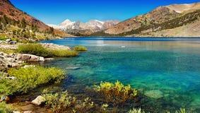 Serra Nevada Mountains Lake, Califórnia foto de stock