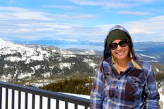 Serra no país traseiro doente de Tahoe que olha para Lake Tahoe Califórnia Fotos de Stock Royalty Free