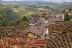 Serralunga d'Alba, Langhe, Italien Arkivfoton