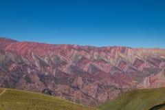 Serrania de Hornocal,在塔夫拉达・德乌玛瓦卡- Humahuaca, Jujuy,阿根廷的十四颜色小山 免版税库存照片