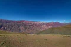 Serrania de Hornocal, den fjorton färgkullen på Quebrada de Humahuaca - Humahuaca, Jujuy, Argentina arkivfoton