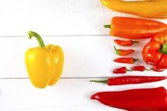 Serrano variopinto giallo o del poblano dei peperoncini rossi del preparato dei peperoni e della paprica Immagini Stock Libere da Diritti