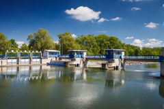 Serratura del canale su un fiume Fotografia Stock Libera da Diritti