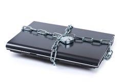 Serratura del computer portatile con le catene Immagini Stock